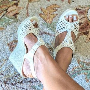 NWOT Lucky Brand Crochet Wedge Sandals 9